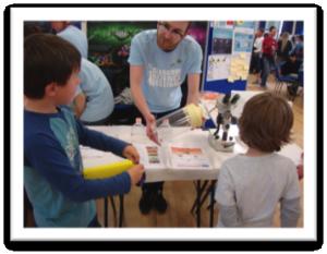 CVR researcher talks to children at Science Sunday